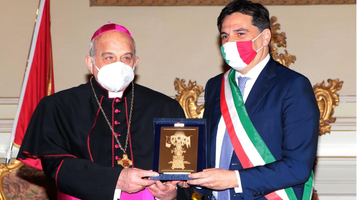 Consegna Candelora d'oro 2021 ad Arcivescovo