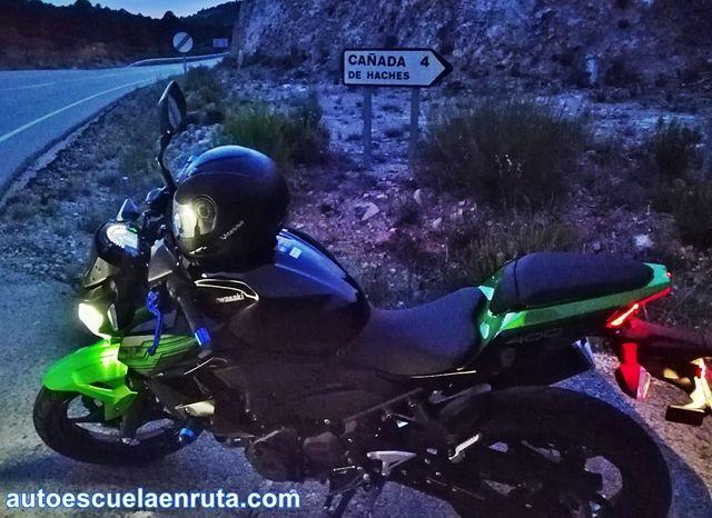 Autoescuela-En-Ruta-probando-Kawasaki-Z400