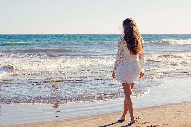 Científicos afirman que visitar la playa te renueva la mente positivamente.