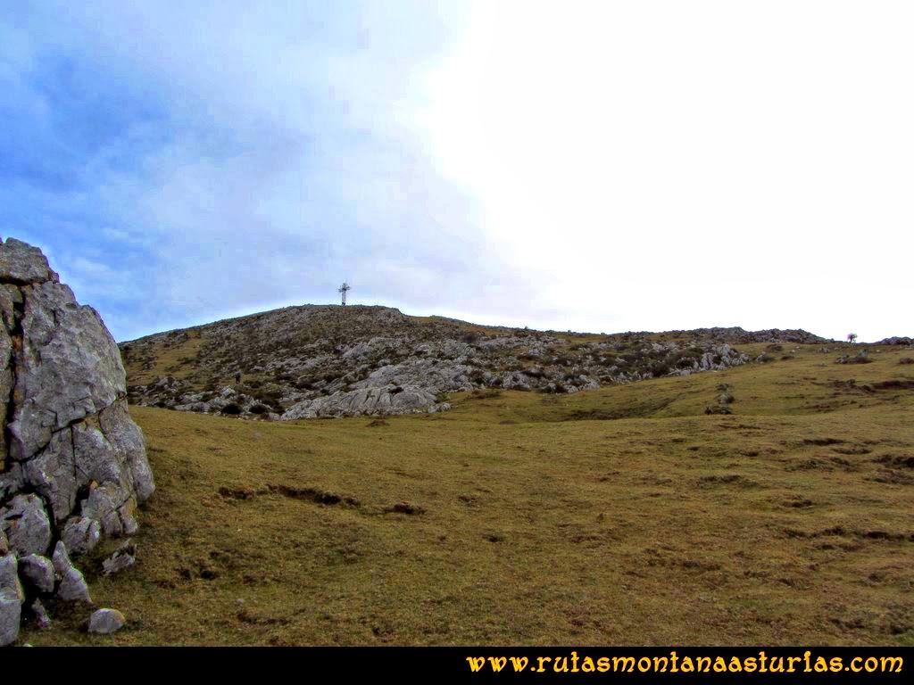 Ruta Montaña al Pienzu: En plena subida al Pienzu, cerca de su cima.