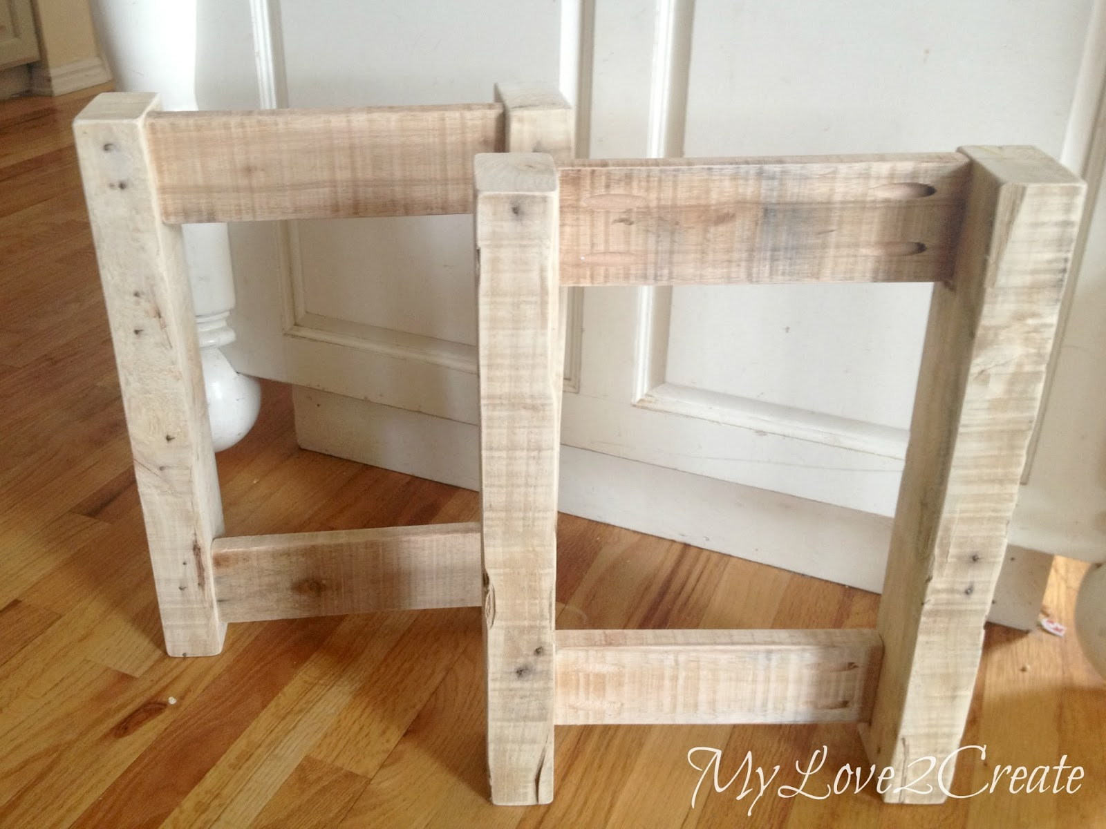 pallet bench ends, made with pocket holes