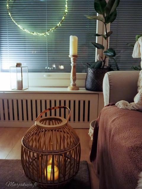 sisustus, olohuoneen sisustus koti talvinen koti ruokailutila ikea kynttilä kierrätyskoti kirppistelijä kirppislöytö kaamosvalo