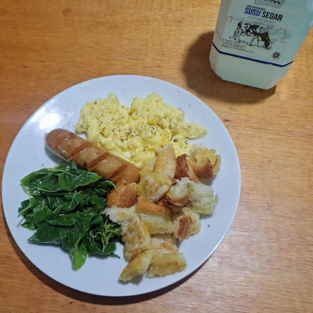 membuat scramble egg