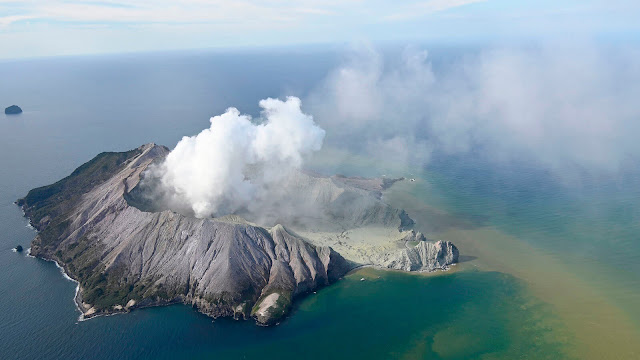 ?Why Were Tourists Allowed to Visit an Active New Zealand Volcano