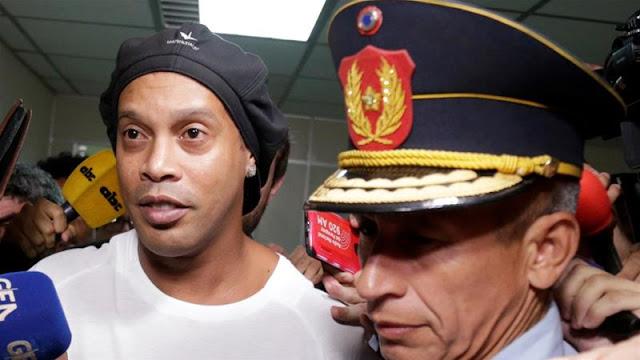 شاهد لحظة اعتقال رونالدينيو في باراجواي في قضية جواز سفر مزورة آن مكس