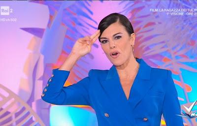 Bianca Guaccero con vestito blu modello Blazer