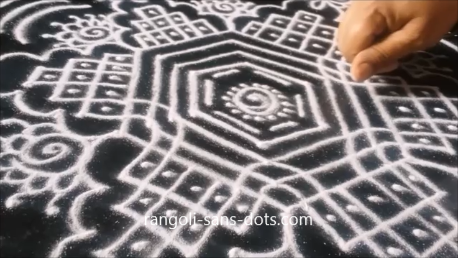 kolam-with-straaight-lines-1au.png