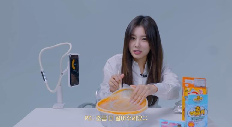 음식을 앞에 두고 먹지 못하는 여돌.jpg | 인스티즈