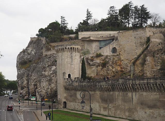 Авиньон – крепостная стена (Avignon - the city wall)