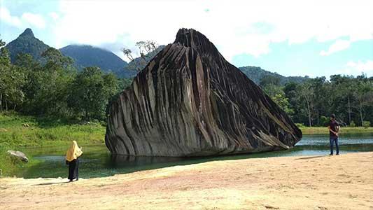batu belimbing wisata singkawang
