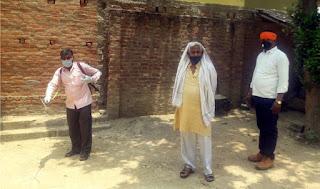 प्रधान जयहिन्द यादव ने गांव में कराया सेनेटाइजर का छिड़काव   #NayaSaberaNetwork