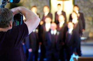 fotografiando a un grupo de boda