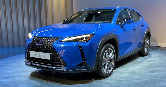 avtomobil-lexus-ux300e-na-avtovystavke-kenshiki-2020-amsterdam