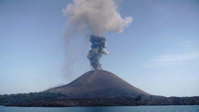 Ternyata Dentuman di Jabodetabek Bukanlah Erupsi Gunung Anak Krakatau