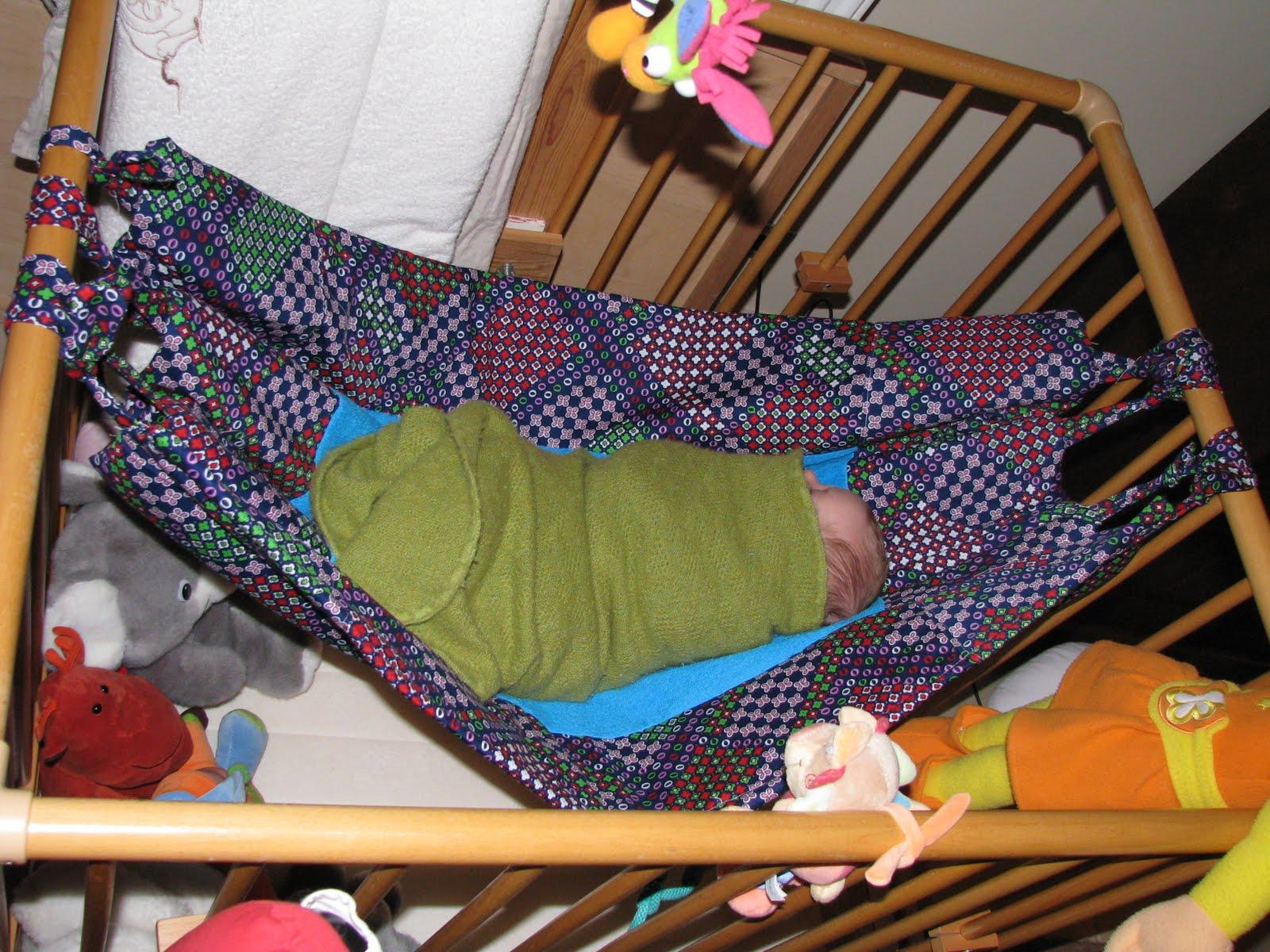Hangmat In Box.Vrolijke Snoetjes Een Mooie En Zachte Hangmat Voor In De Box