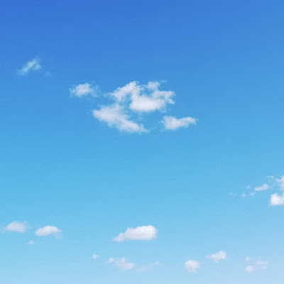 Wolkenhemel bij tuchtse noorderwind