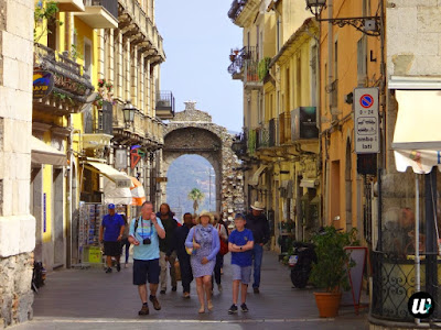 Corso Umberto street, Taormina | Sicily, Italy | wayamaya