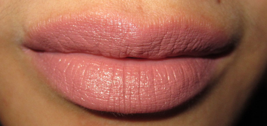 Fashion, Makeup and More: Review: MAC lipstick in Faux