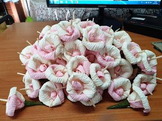 ดอกไม้จันทน์แฟนซีทำจากกระดาษย่น
