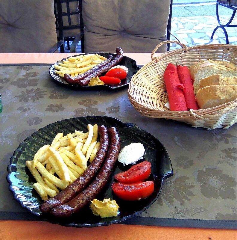kobasice na tanjiru za doručak u srbiji