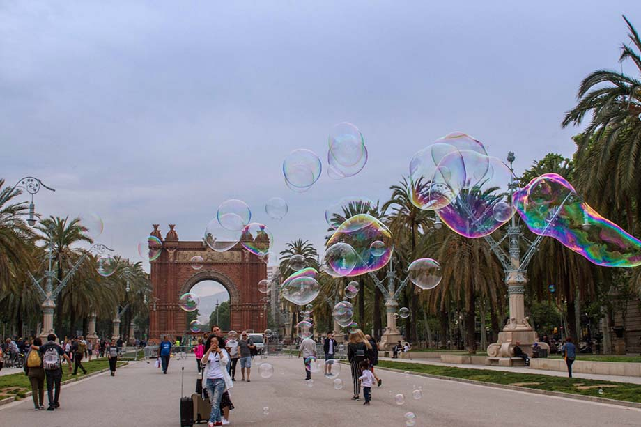 How to Solo Travel in Barcelona, bubbles barcelona