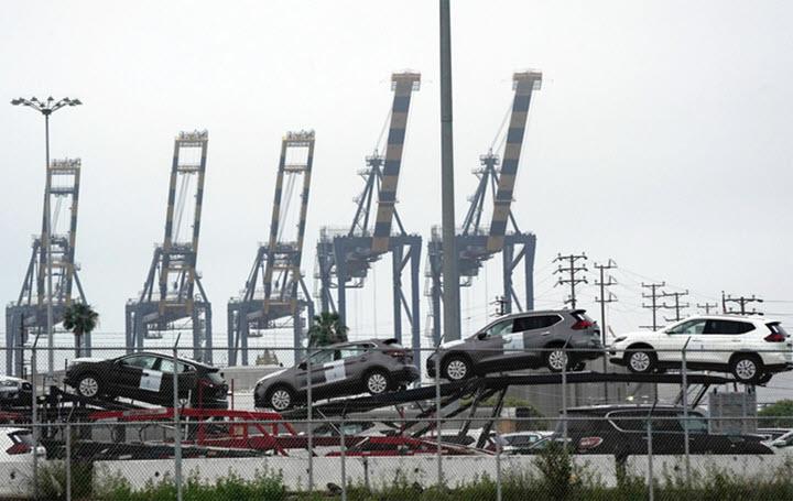 Tàu chở 2.000 ôtô nằm ngoài biển vì cảng hết chỗ chứa