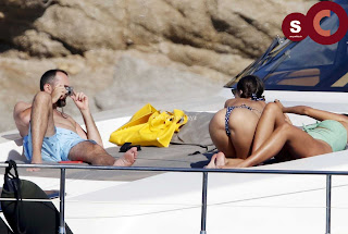 Emily+Ratajkowski+in+thongs+candids+Sexy+Smooth+small+Naked+Ass+July+2018+%7E+CelebsNext.xyz+Exclusive+Celebrity+Pics+006.jpg