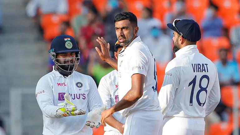 England vs India: भारतीय टीम ने इंग्लैंड को दूसरे टी20 इंटरनैशनल में सात विकेट से हरा दिया। इसके बाद इंग्लैंड के पूर्व कप्तान माइकल वॉन ने कहा कि मुंबई इंडियंस की टीम ने इंग्लैंड को हरा दिया।