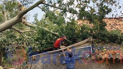 Akibat Hujan Angin, Puluhan Rumah Di Desa Haurkolot Rusak