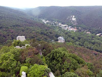 Les ruines du Rauhenstein vue du Rauheneck à Baden / photo S. Mazars
