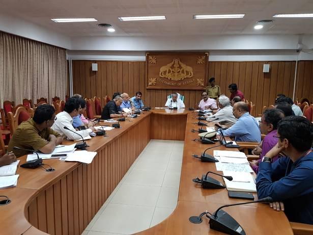 केरल बाढ़ लाइव पीएम मुख्यमंत्री, अधिकारियों के साथ समीक्षा बैठक आयोजित ,