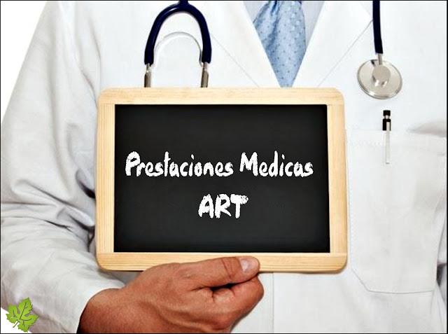 Medico con cartel prestaciones medicas ART