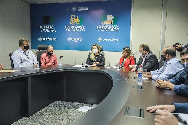 Presidente Alex Redano discute investimentos nos municípios com chefe da Casa Civil
