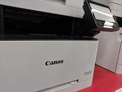 impresora blanca marca canon