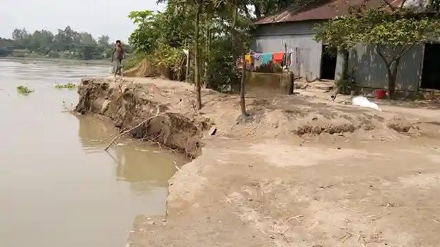 নদীতে হারিয়ে যাচ্ছে বকশীগঞ্জের খানপাড়া গ্রাম!