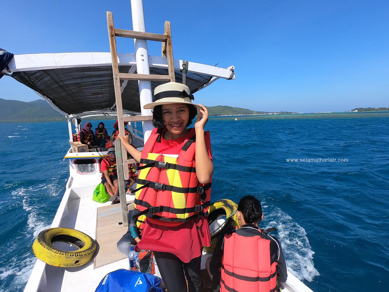 penyebrangan kapal kecil Karimunjawa ke Pulau Menjangan Kecil