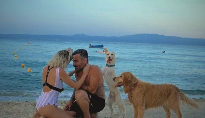 Ο Μαυρίδης έκανε πρόταση γάμου συντροφιά με την «Τσίχλα» της Ξάνθης