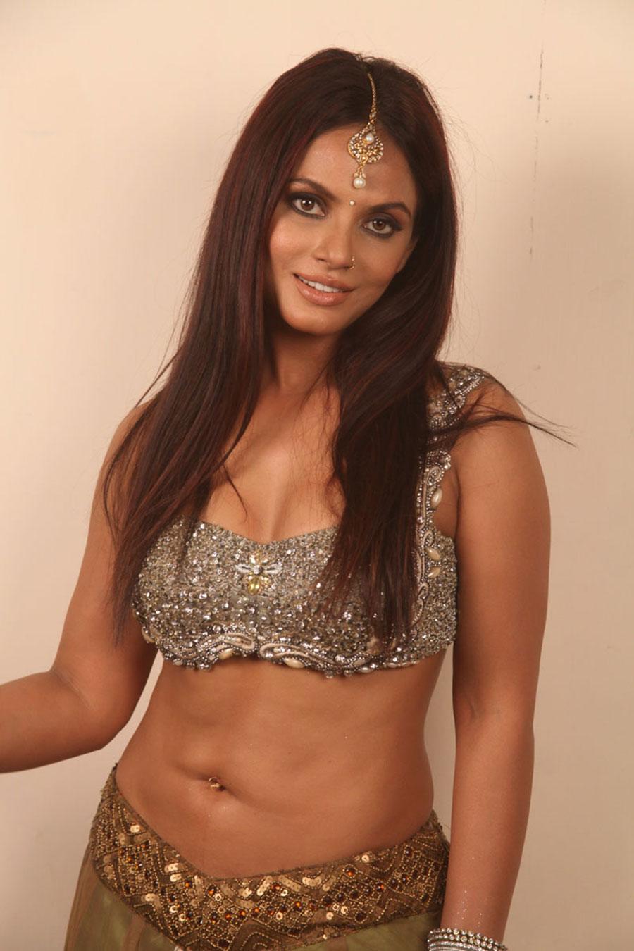 ethnic dressed Neetu chandra hot pics from crazy movie