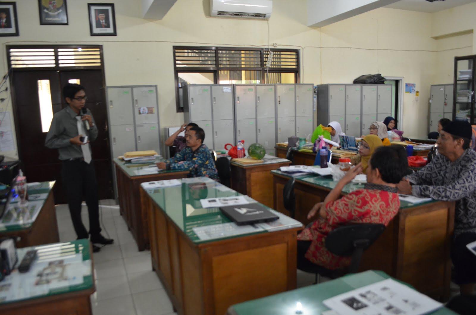 Pelatihan Penulisan Kti Guru Smp Negeri 43 Surabaya Pak Rahmad