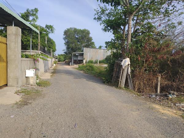 bán đất mặt tiền đường hẻm rộng 6m , thuộc ấp Hồ Tràm xã Phước Thuận