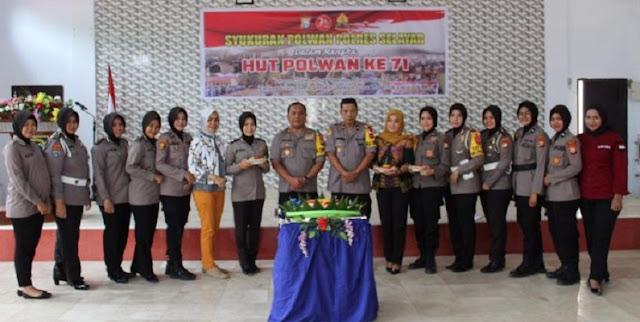 Perayaan HUT Polwan Ke-71 Di Selayar Ditandai Potong Tumpeng