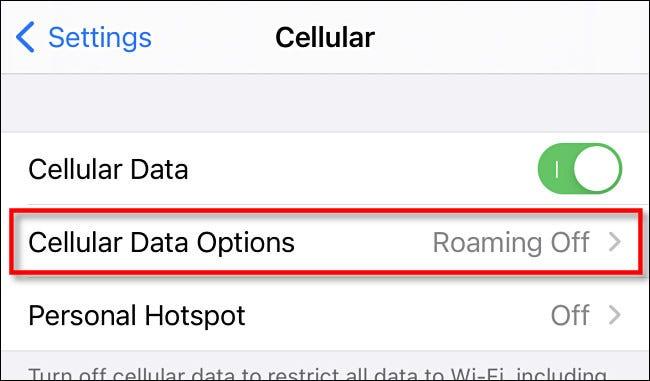 """في """"Cellular"""" على iPhone ، اضغط على """"Cellular Data Options""""."""