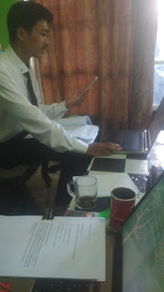 teman sedang seminar online