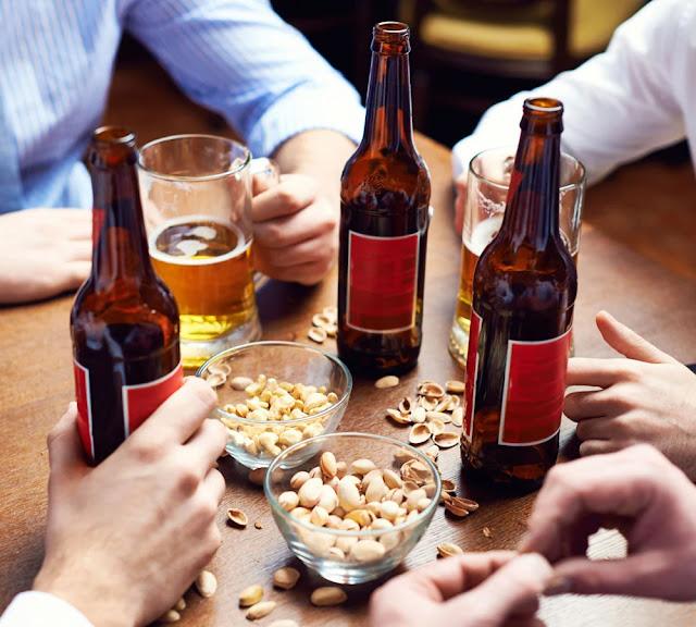 शराब के साथ चकने में बिल्कुल ना करें इन चीजों का सेवन, हो सकता है जान को खतरा