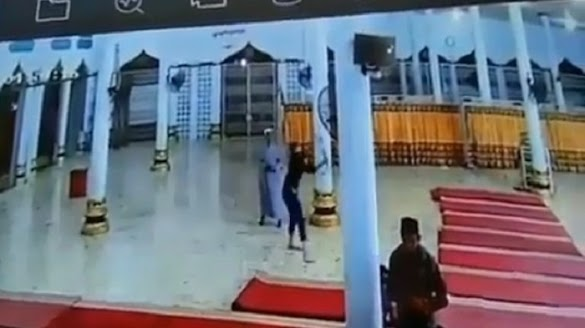 Viral Pemuda Mengamuk Hancurkan Fasilitas Masjid di Aceh, Disebut Gangguan Jiwa