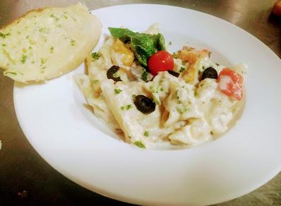 Pasta in white sauce with a garlic bread for white sauce pasta recipe