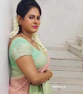 Indian aunties beautiful photo gallery Navel Queens