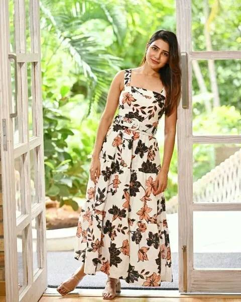Samantha-looks-gorgeous-in-this-floral-dress