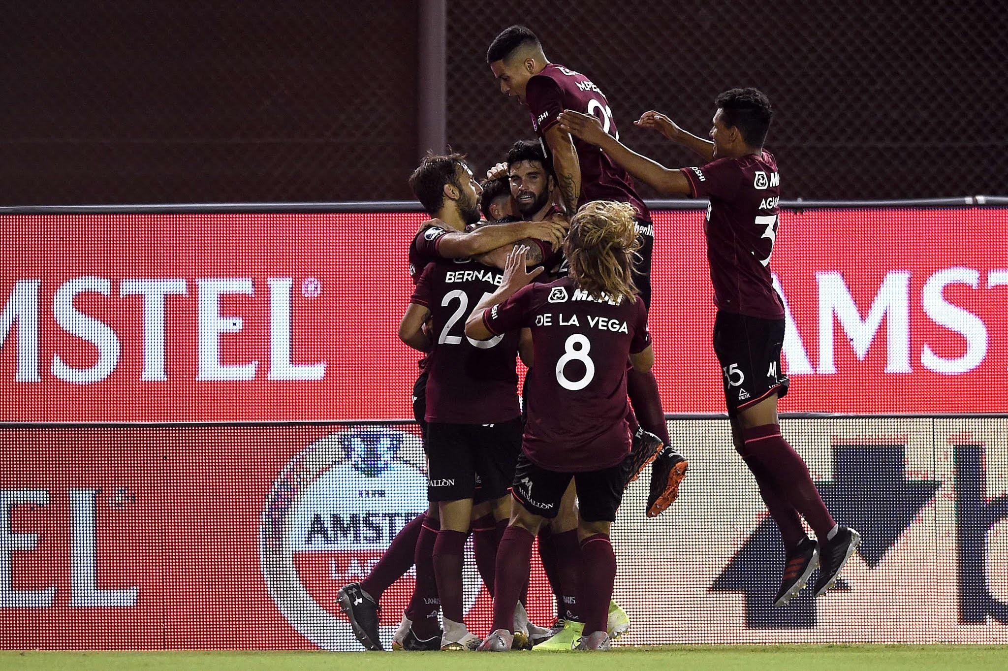 Lanús pasó a la final de la Copa Sudamericana al golear a Vélez en el sur