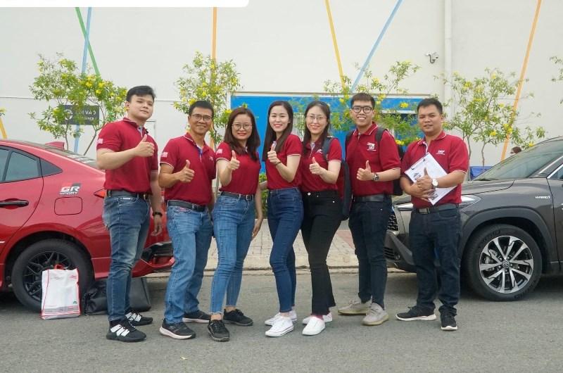 Mẫu áo thun đồng phục Toyota màu đỏ đô